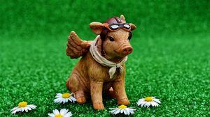 Preview wallpaper pig, pilot, statuette