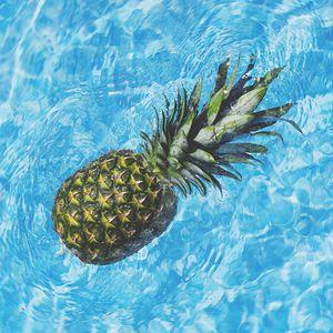 Preview wallpaper pineapple, water, fruit