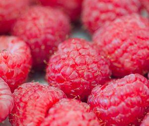 Preview wallpaper raspberries, berries, red, ripe, macro