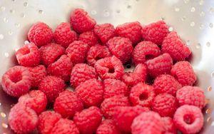 Preview wallpaper raspberries, berries, ripe, macro