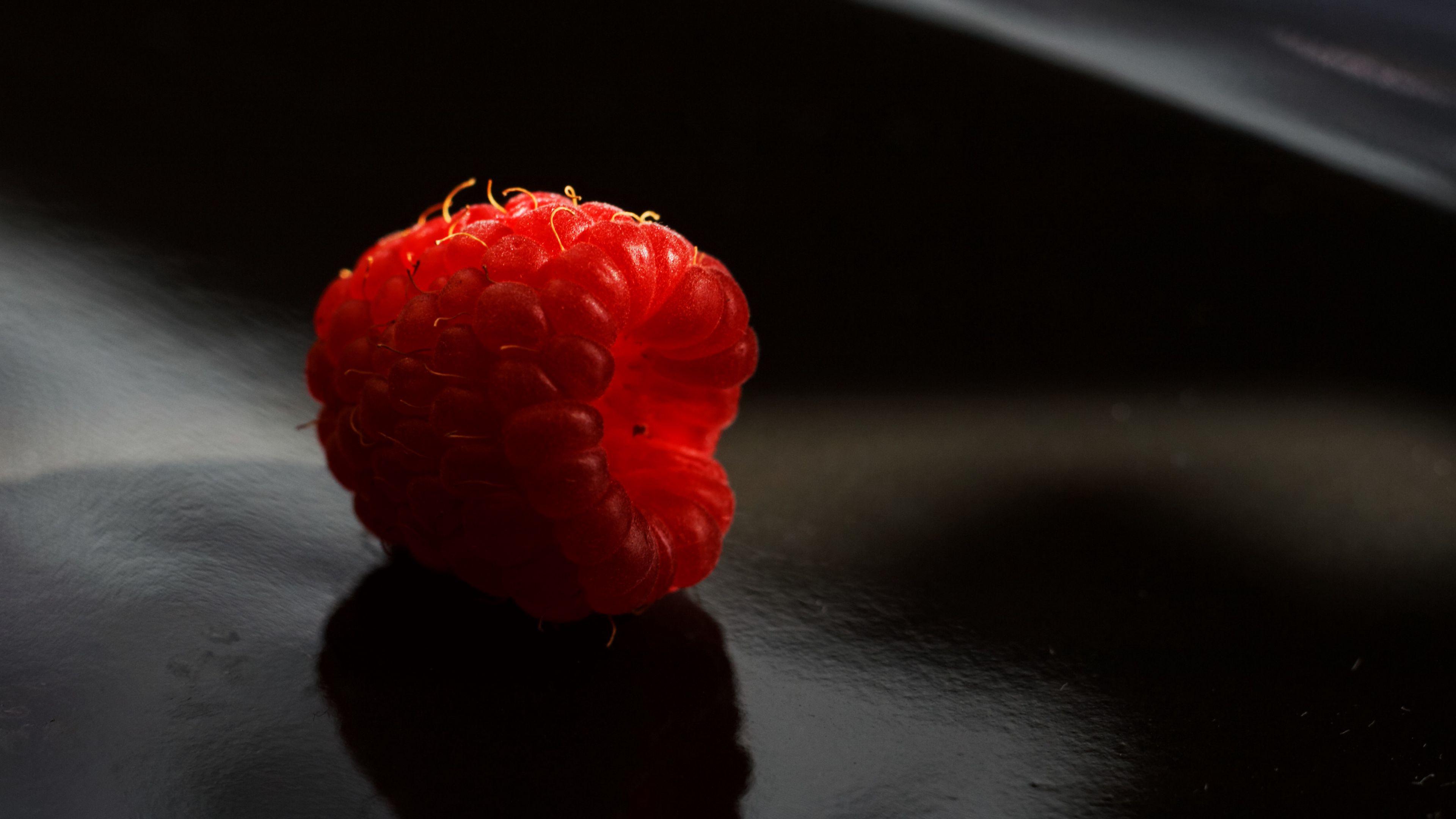 3840x2160 Wallpaper raspberry, berry, ripe, macro, shadow