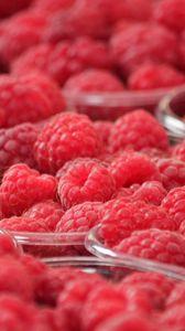 Preview wallpaper raspberry, berry, ripe, bowl