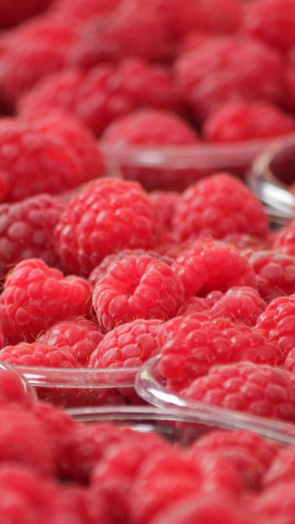 938x1668 Wallpaper raspberry, berry, ripe, bowl