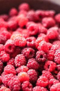 Preview wallpaper raspberry, berry, ripe, dish