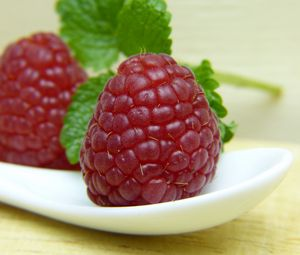 Preview wallpaper raspberry, berry, ripe, juicy, close-up