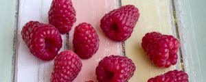 Preview wallpaper raspberry, berry, ripe, table