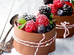 Preview wallpaper raspberry, dessert, dressing, powder, decoration
