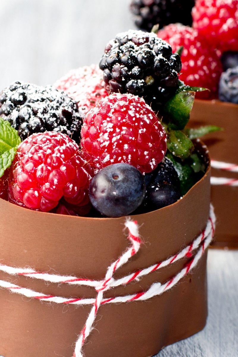 800x1200 Wallpaper raspberry, dessert, dressing, powder, decoration