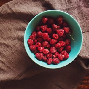 Preview wallpaper raspberry, plate, berries