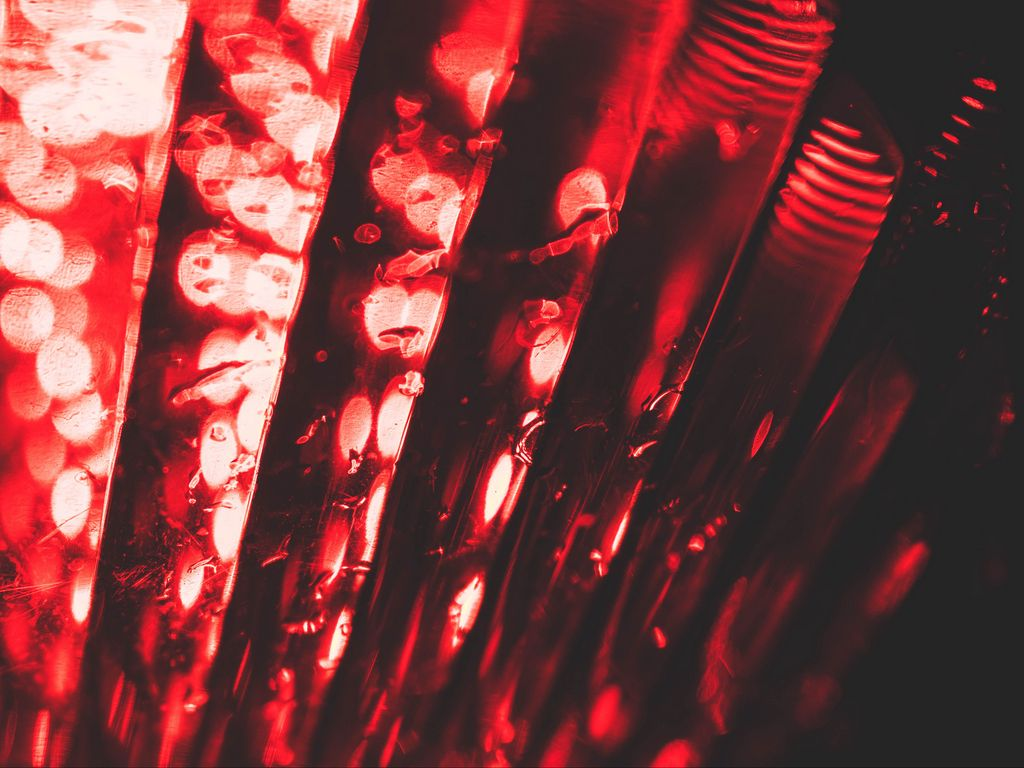 1024x768 Wallpaper red, glare, bokeh, macro, light
