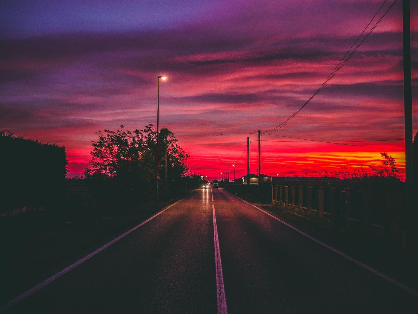 1400x1050 Wallpaper road, sunset, horizon, marking