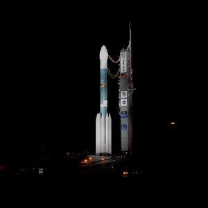 Preview wallpaper rocket, cosmodrome, night