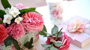 Preview wallpaper roses, jasmine, twigs, gift, box, bud, glass