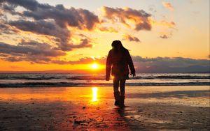 Preview wallpaper sea, beach, light, sunset, people, walk, alone