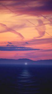 Preview wallpaper sea, dusk, fog, light, ray, shore