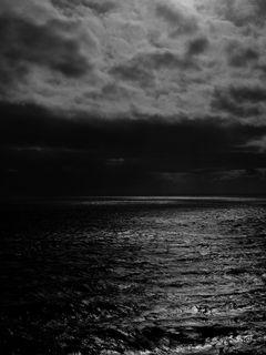 240x320 Wallpaper sea, horizon, bw, overcast, clouds, ripples