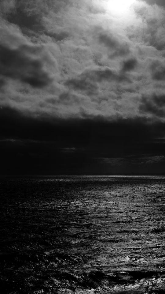 540x960 Wallpaper sea, horizon, bw, overcast, clouds, ripples
