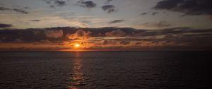 Preview wallpaper sea, horizon, clouds, sun, sunset, dark