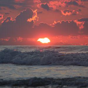 Preview wallpaper sea, horizon, sunset, waves, sun, clouds