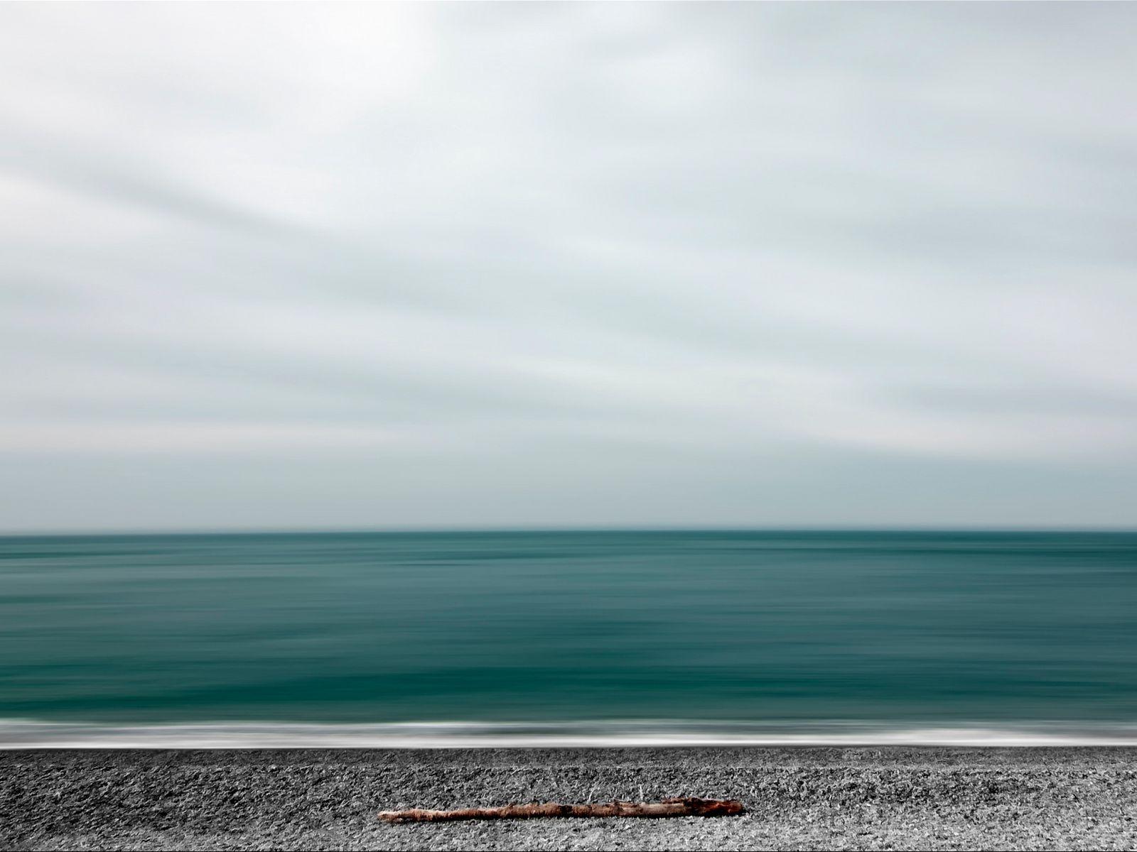 1600x1200 Wallpaper sea, shore, minimalism