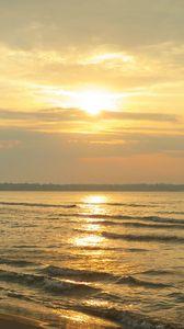 Preview wallpaper sea, waves, sun, light, sunset, nature