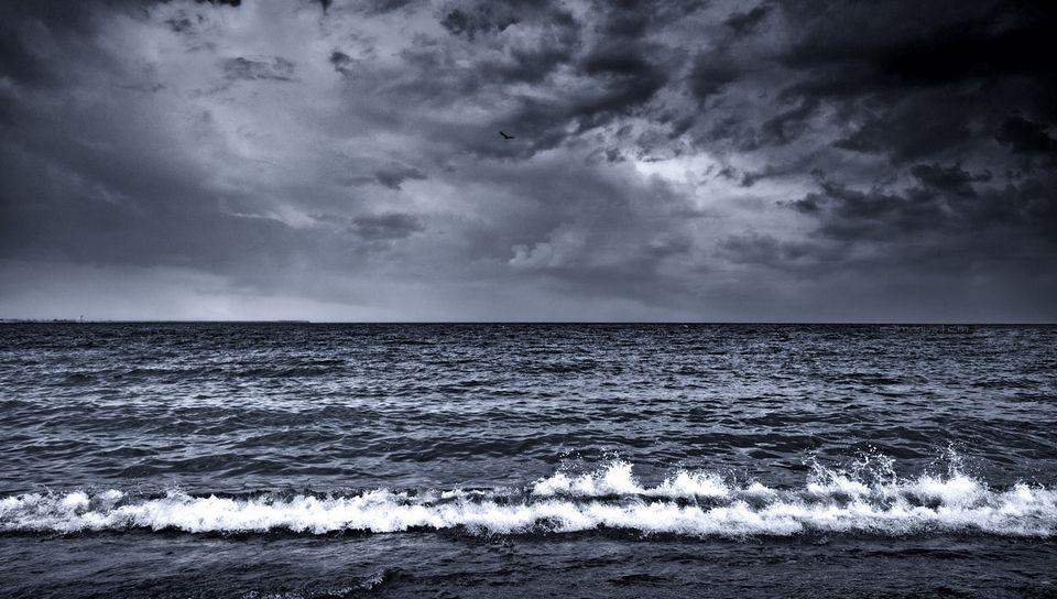 960x544 Wallpaper sea, waves, surf, foam, black and white