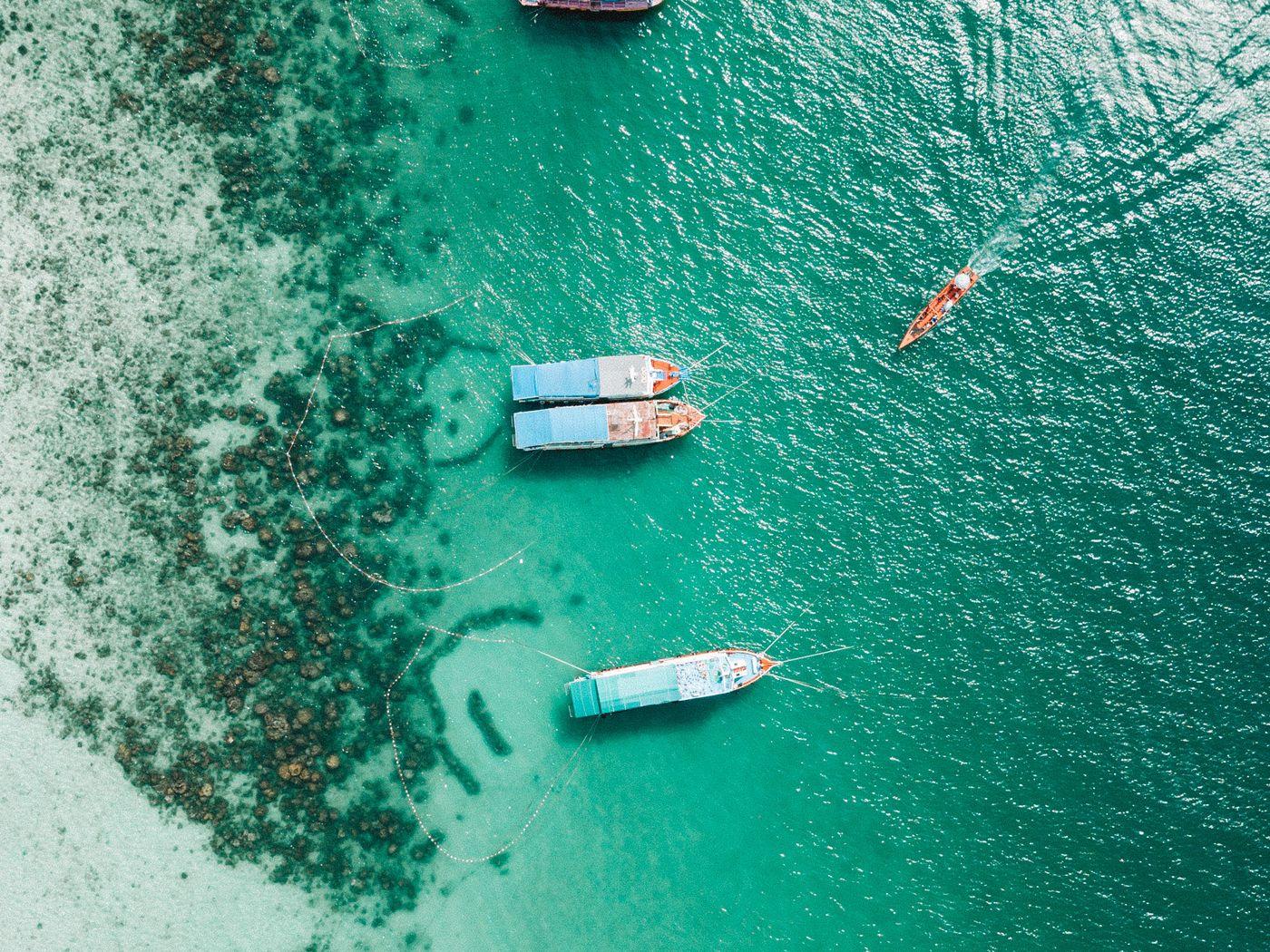 1400x1050 Wallpaper shore, boats, sandbar, ocean, moored, aerial view
