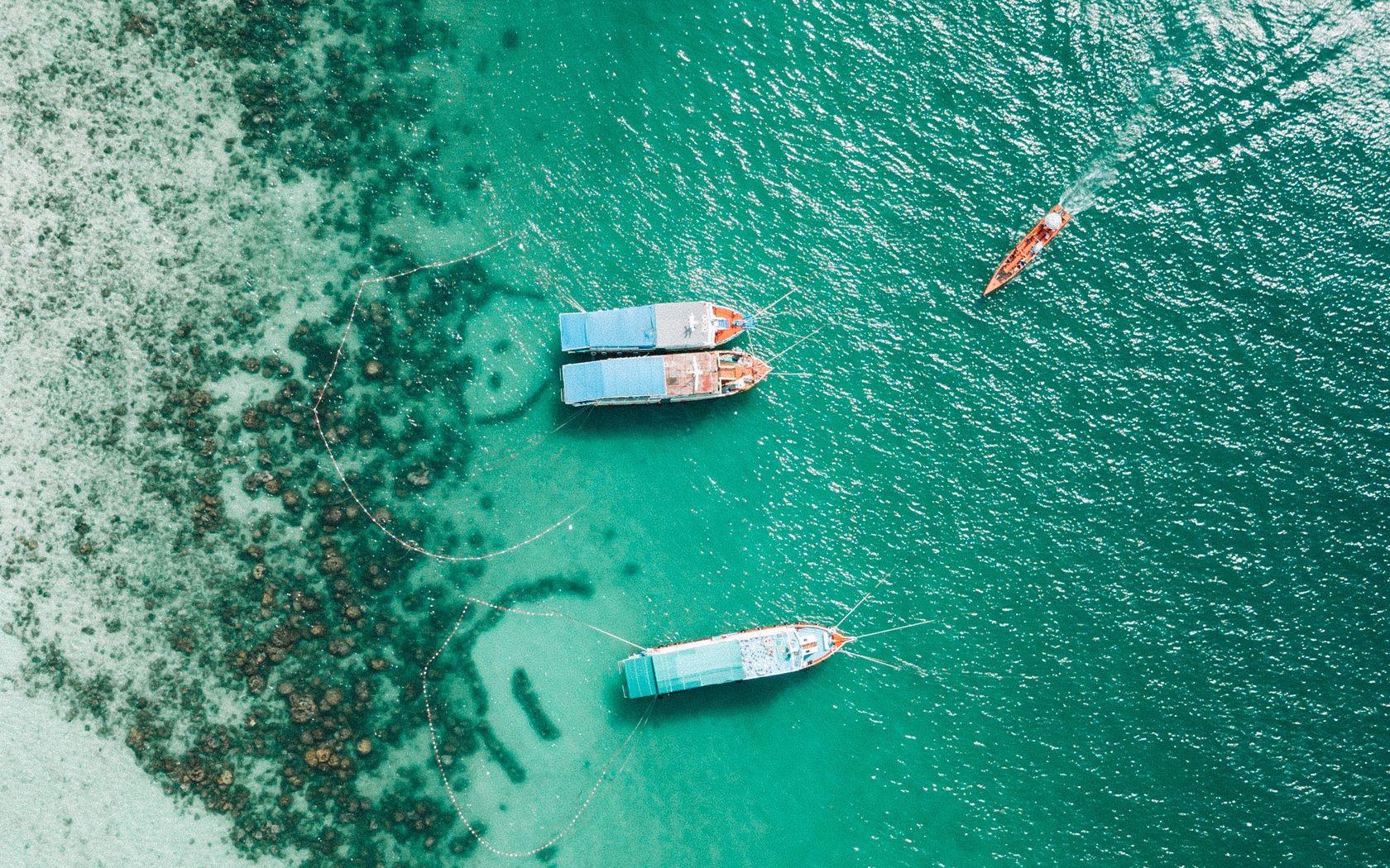 1680x1050 Wallpaper shore, boats, sandbar, ocean, moored, aerial view