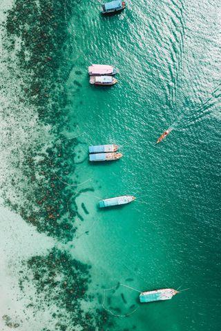 320x480 Wallpaper shore, boats, sandbar, ocean, moored, aerial view