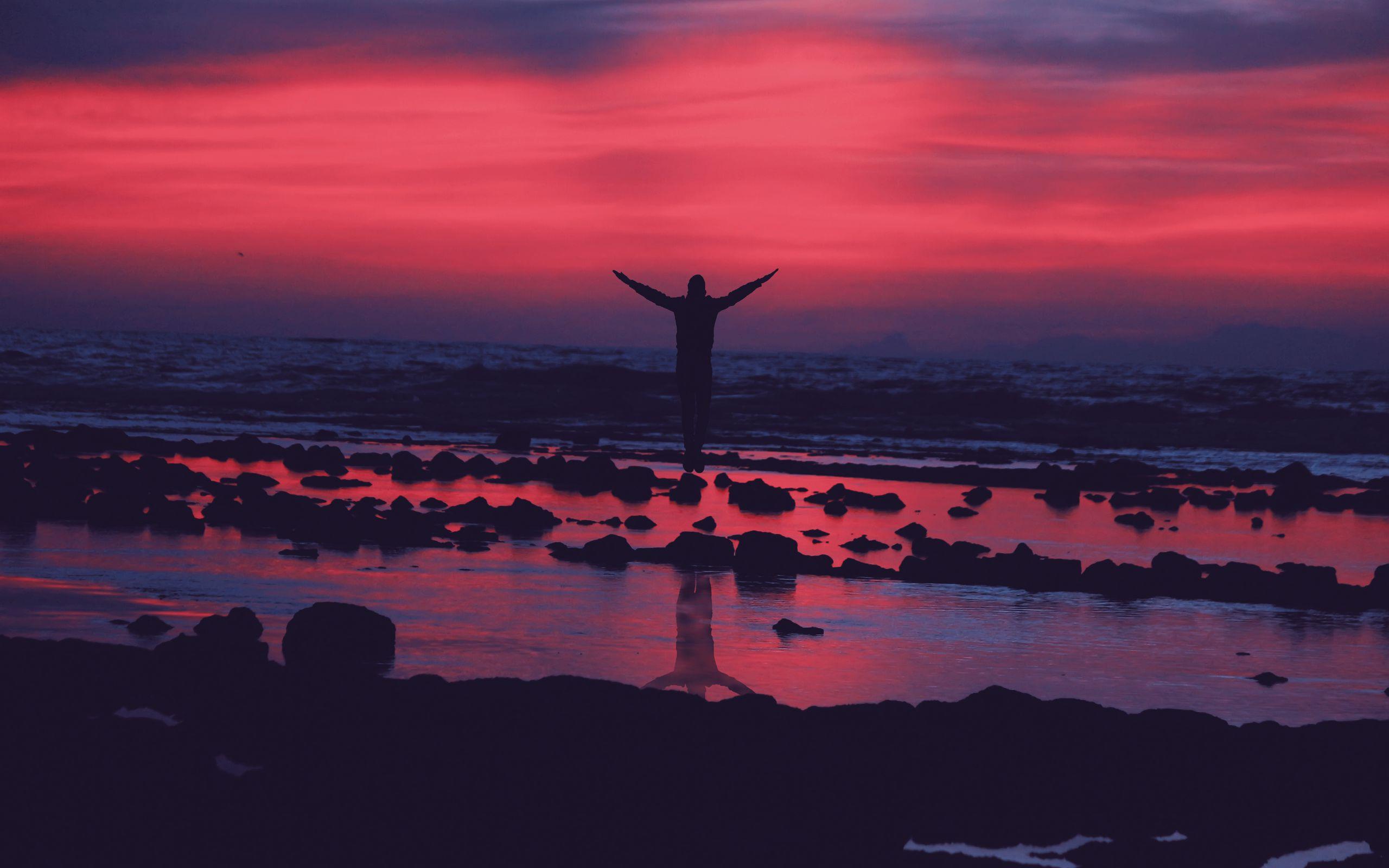 2560x1600 Wallpaper shore, guy, jump, stones, sunset