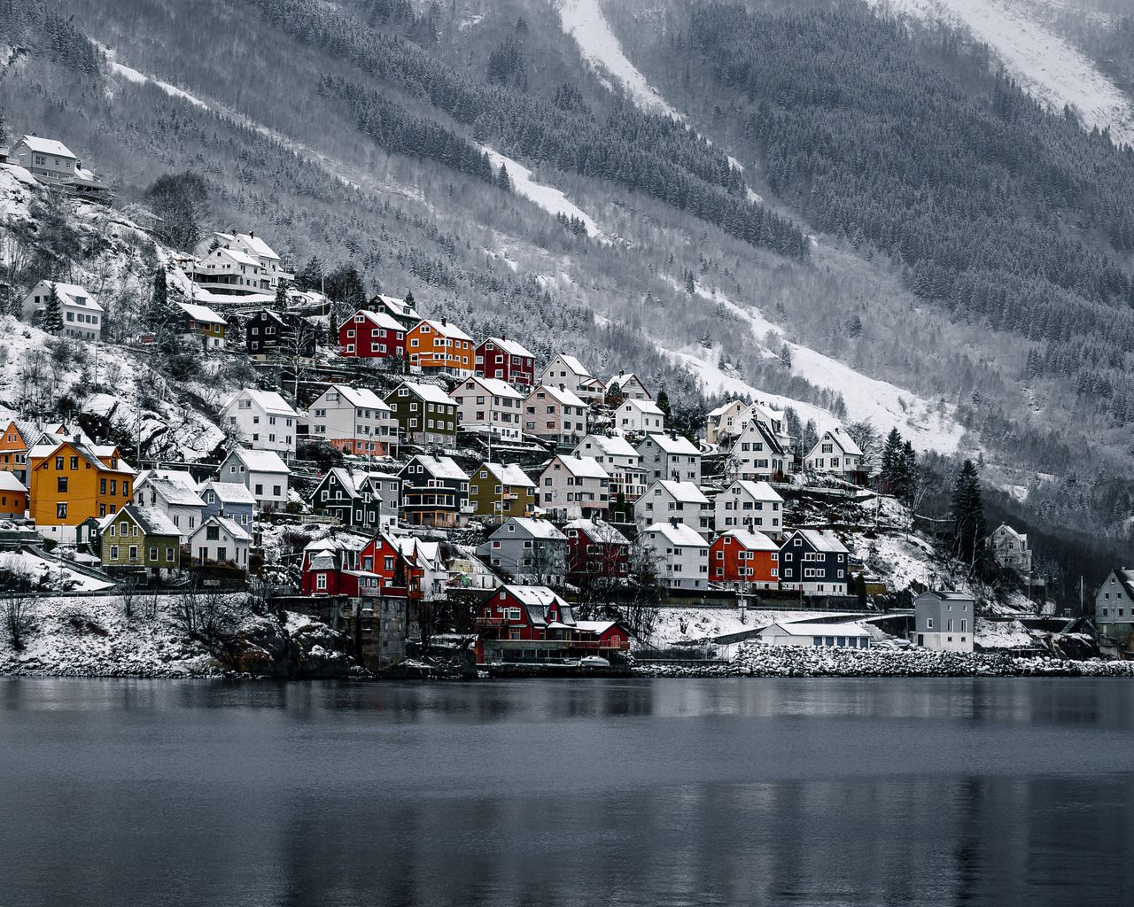 1280x1024 Wallpaper shore, house, water, lake, peak