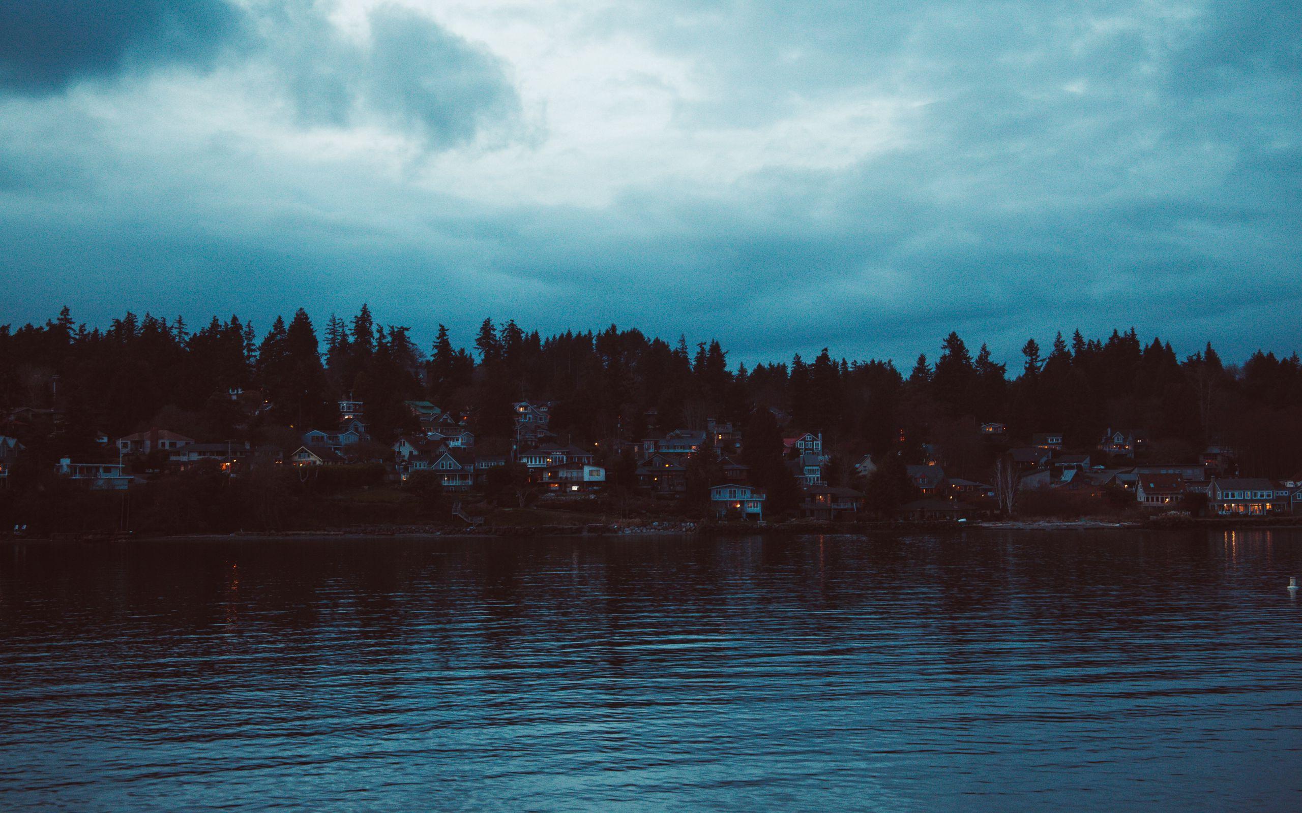 2560x1600 Wallpaper shore, river, home, village, twilight, sunset, sky