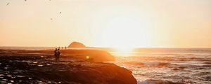 Preview wallpaper shore, sea, sunset, silhouettes, clouds, surf
