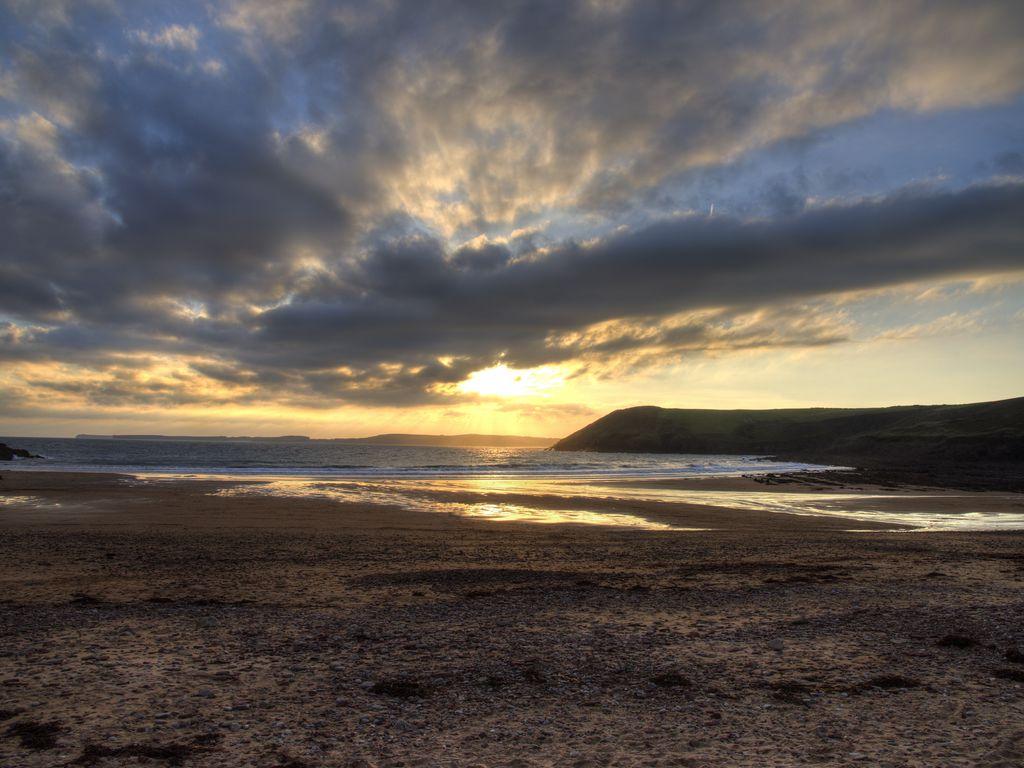 1024x768 Wallpaper shore, water, sunset, landscape