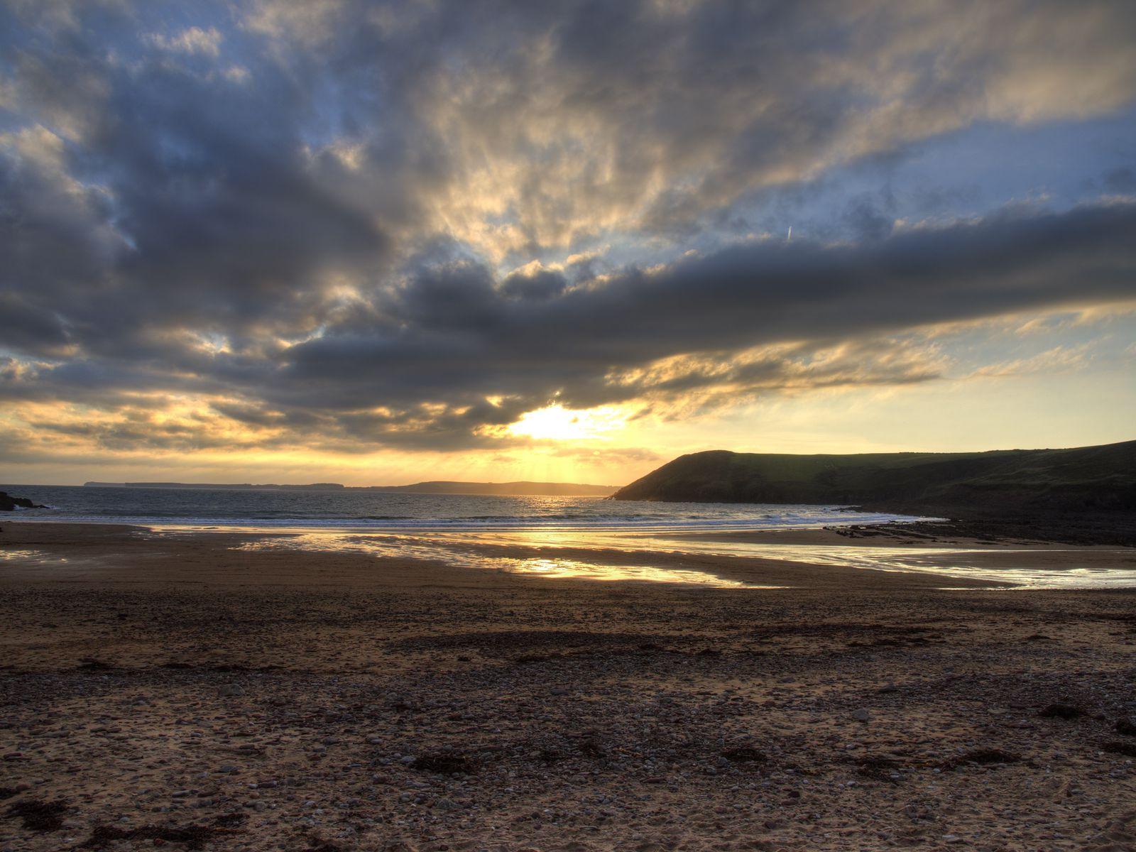 1600x1200 Wallpaper shore, water, sunset, landscape