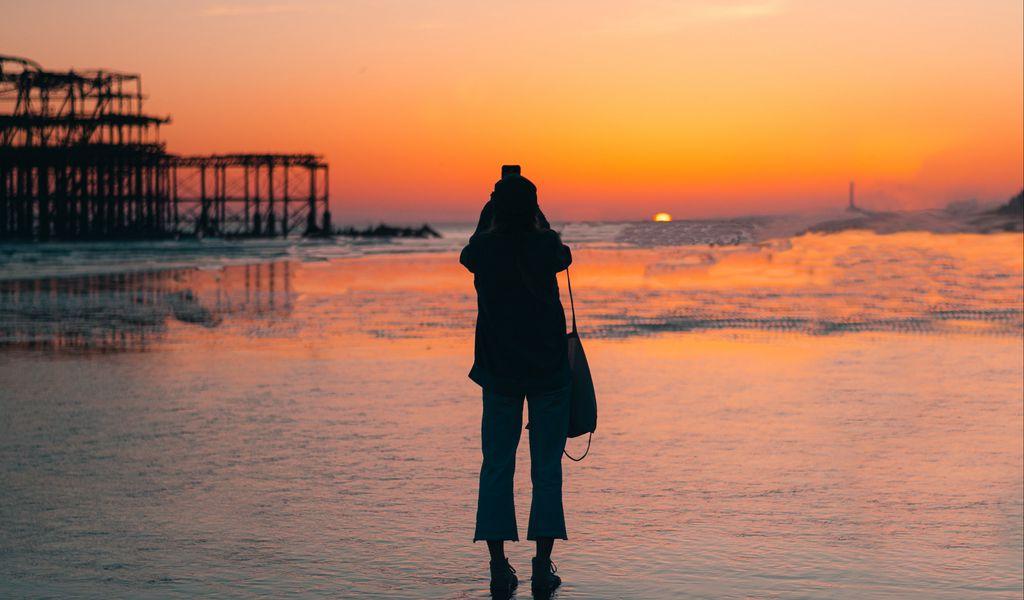 1024x600 Wallpaper silhouette, alone, beach, sea, sunset, dark