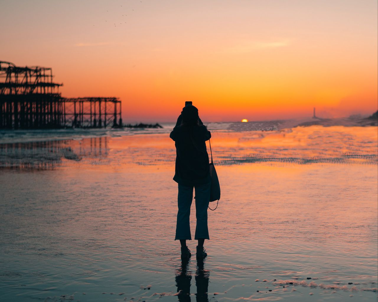 1280x1024 Wallpaper silhouette, alone, beach, sea, sunset, dark