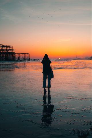 320x480 Wallpaper silhouette, alone, beach, sea, sunset, dark