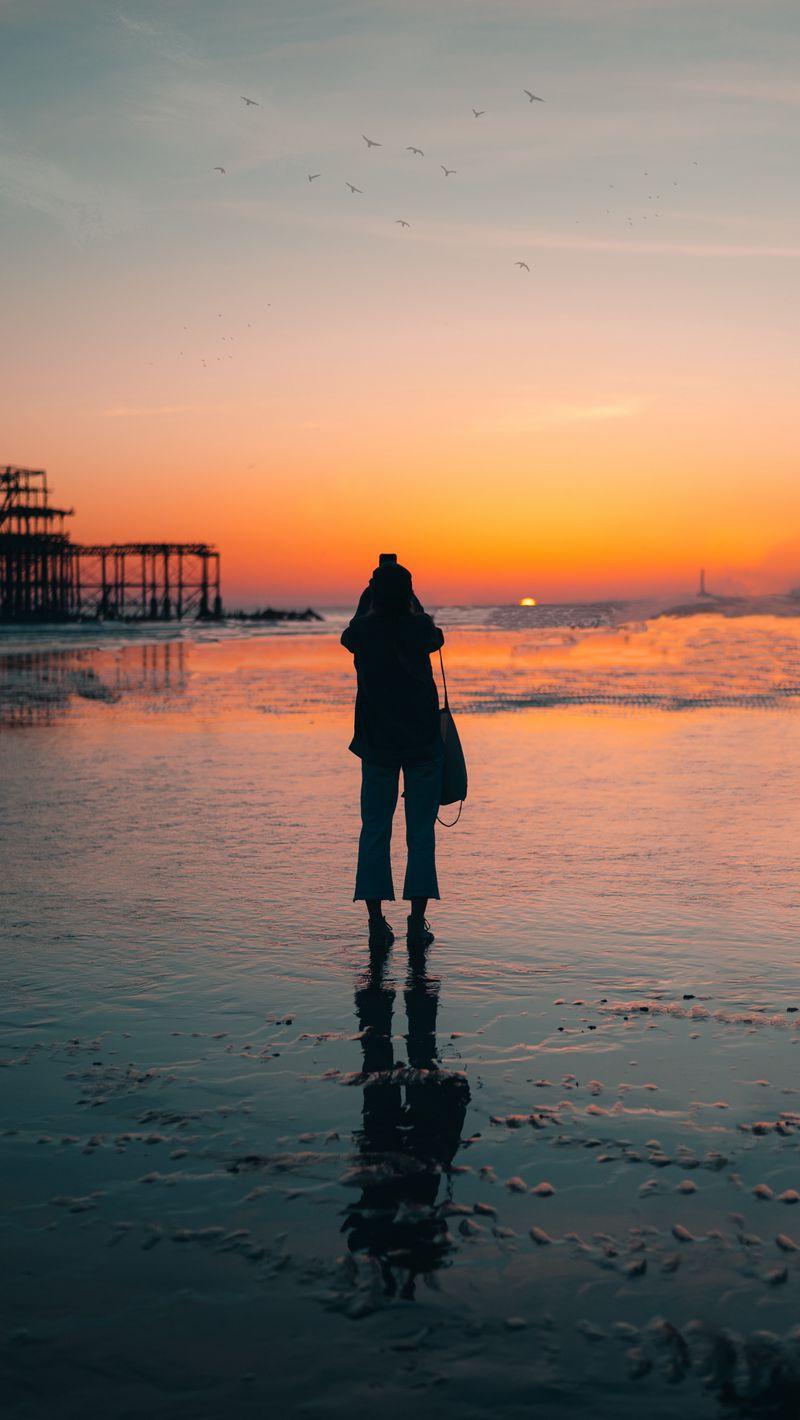 800x1420 Wallpaper silhouette, alone, beach, sea, sunset, dark