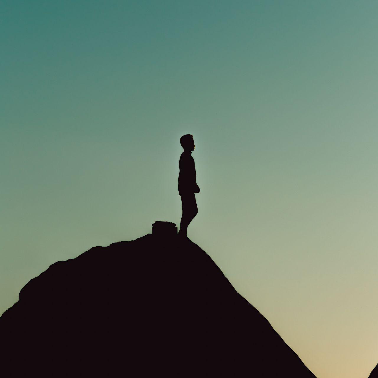 1280x1280 Wallpaper silhouette, alone, mountain, twilight, dark