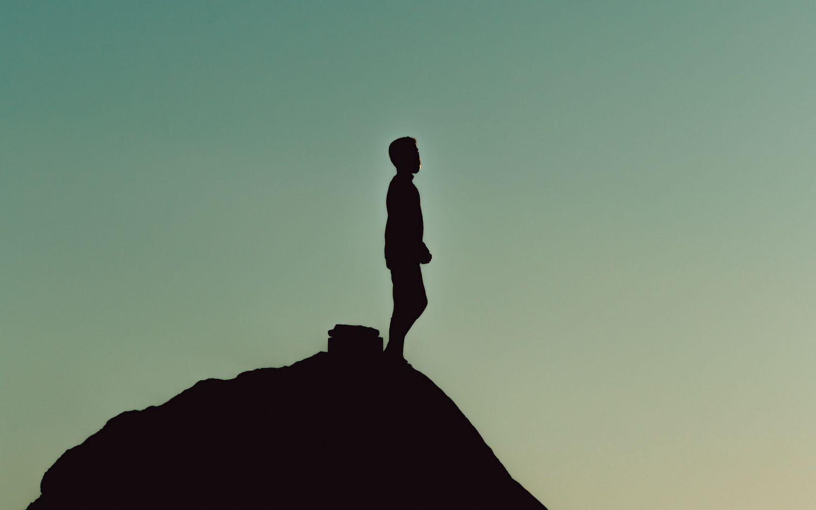 1680x1050 Wallpaper silhouette, alone, mountain, twilight, dark