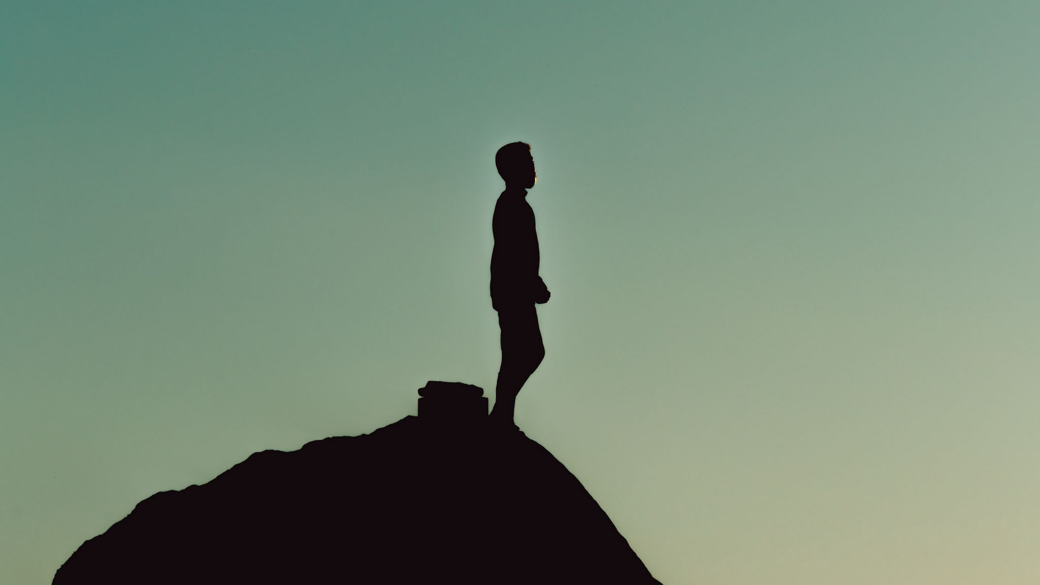 2048x1152 Wallpaper silhouette, alone, mountain, twilight, dark