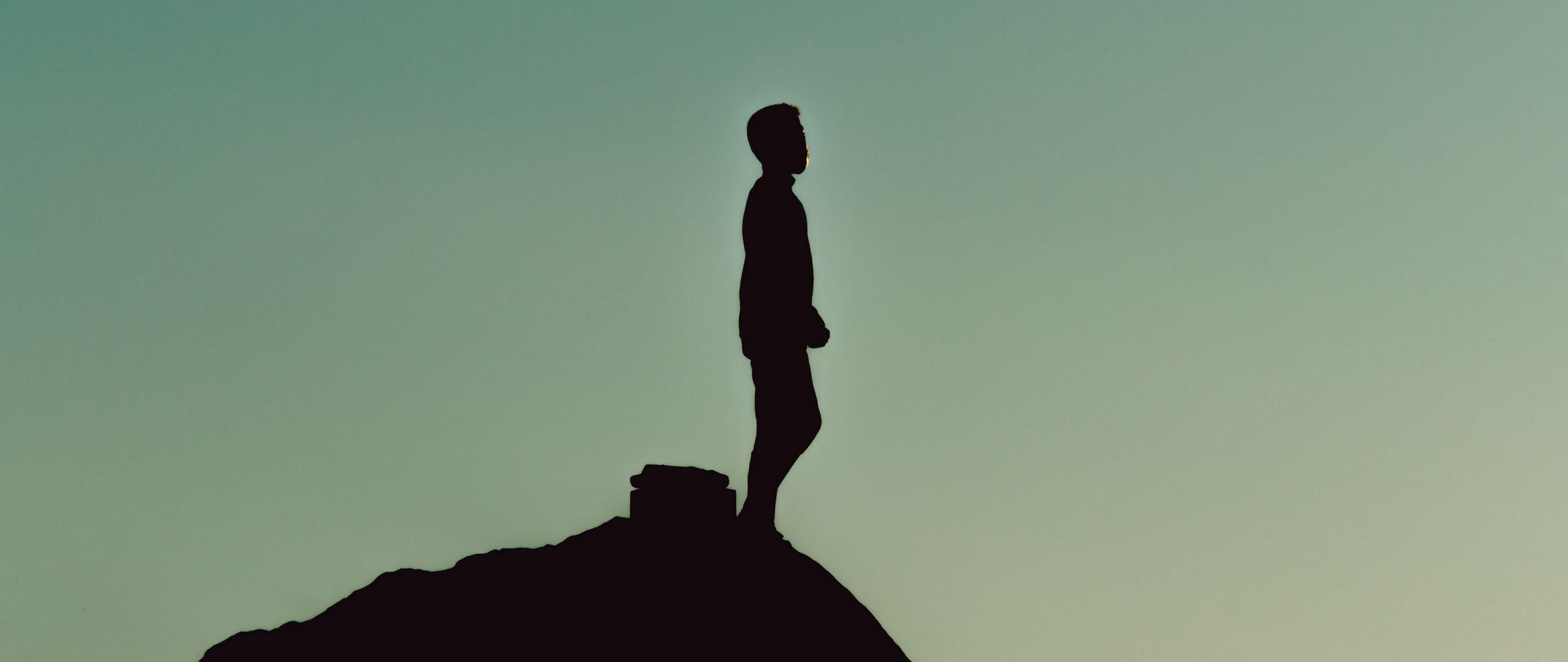 2560x1080 Wallpaper silhouette, alone, mountain, twilight, dark