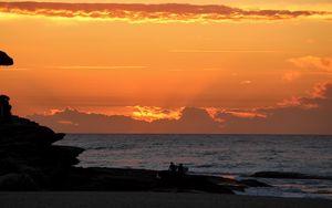 Preview wallpaper silhouette, friends, friendship, sunset, sea