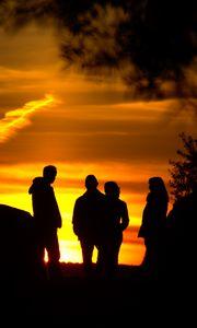 Preview wallpaper silhouettes, friends, sunset, light, dark