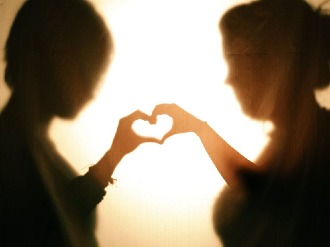 1152x864 Wallpaper silhouettes, hands, heart, love, dark