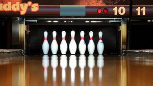Preview wallpaper skittles, bowling, reflection