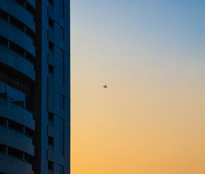 Preview wallpaper skyscraper, airplane, dawn, minimalism