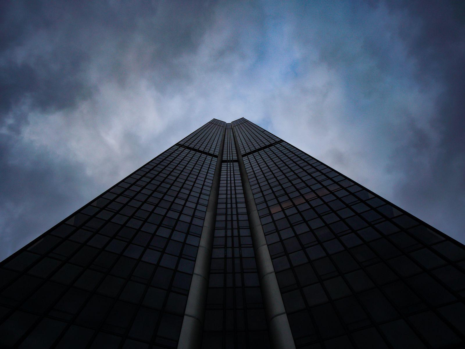 1600x1200 Wallpaper skyscraper, building, architecture, sky, bottom view