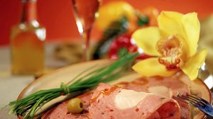 Preview wallpaper slices, meat, plate, onions, olive, plug, flower